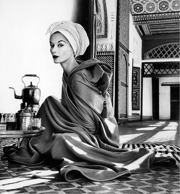 Lisa Fonssagrives su Jean Dèsses chalatu, La Bahia Palace Marrakech, Morocco, 1951, Irving Penn, Vogue, 1952 sausis
