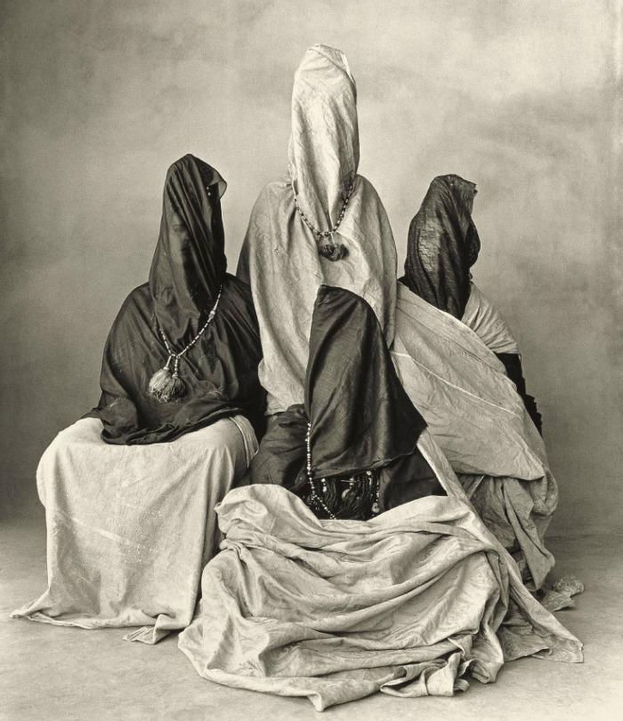 Keturios gražuolės (Morocco), 1971, Irving Penn (nuotraukos kaina 254 500 US$)