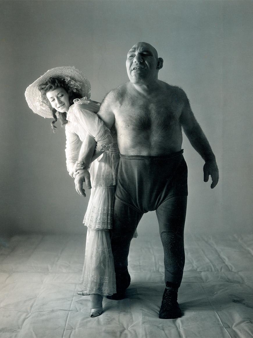 Dorian Leigh ir Maurice Tillet, 1945, Irving Penn