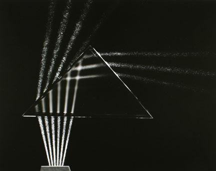 Švieos spinduliai lūžta per stiklą, 1982, Berenice Abbott