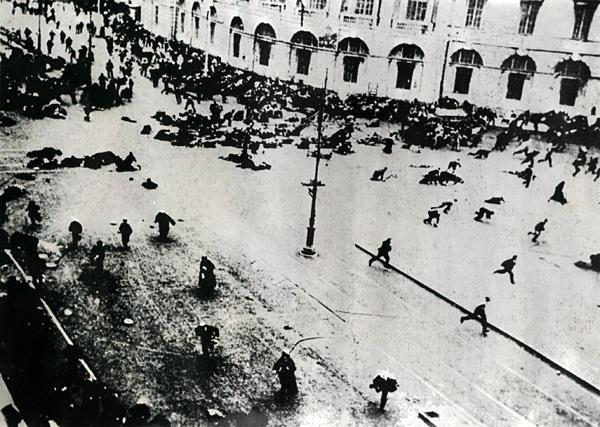 Vasario demonstracijos sušaudymas Nevos prospekte. Petrogradas, 1917